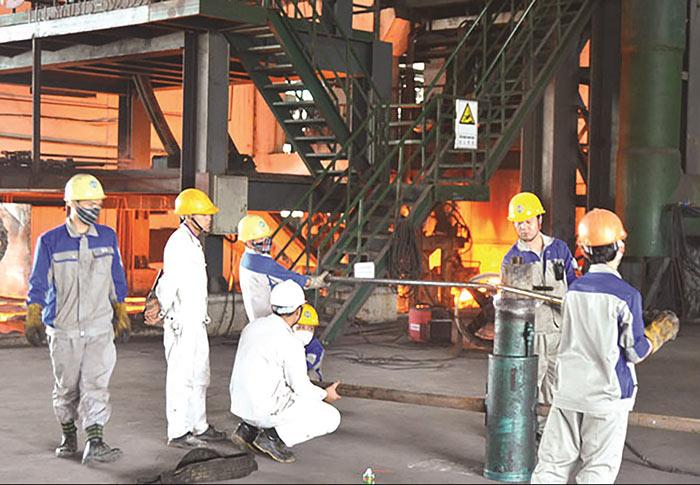 Người lao động sử dụng các tư liệu lao động nhằm phục vụ quá trình sản xuất